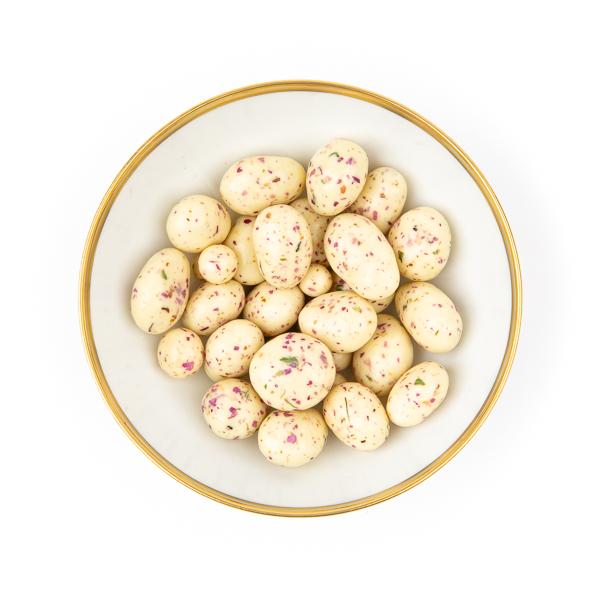 mandelkerne-zitronenschokolade-rosenblüte-bio-schale