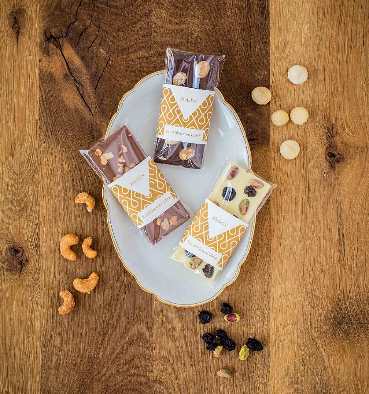 Zartbitter-Schokolade mit gerösteten Macadamia und Meersalz